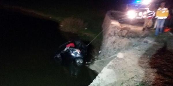 Hastaneden dönen otomobil gölete uçtu; 2 ölü, 2 yaralı