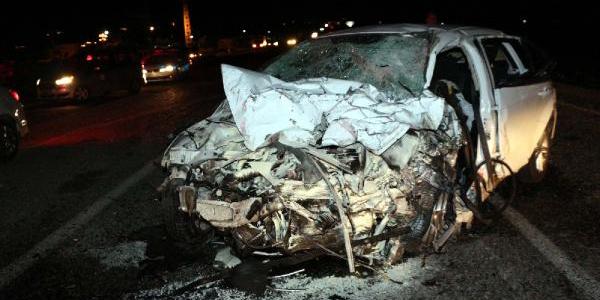 Batman'da  iki otomobil kafa kafaya çarpıştı: 2 ölü, 9 yaralı