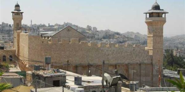Batı Şeria'daki İbrahim El-Halil Camii'ne İsrail bayrağı astılar