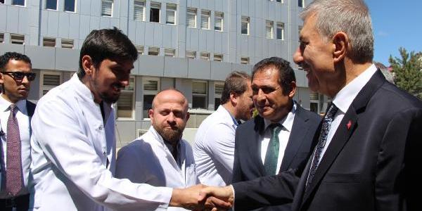 pSağlık Bakanı Ahmet Demircan ratisyen hekimleri müjdeyi verdi: Mecburi hizmet kalkıyor