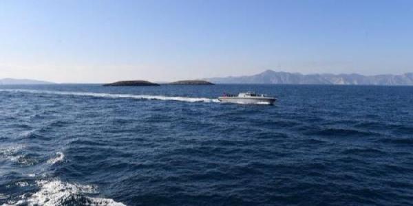 Yunan Sahil Güvenlik Yunanlı gazeteciyi Kardak'a yanaştırmadı