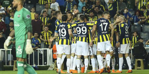Zirve yarışını sürdüren Fenerbahçe'den Antalyaspor'a farklı tarife: 4-1