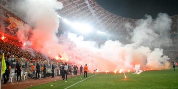 Fenerbahçe- Beşiktaş maçındaki olaylar güvenlikçileri tartışmaya açtı