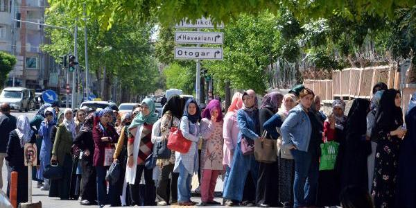 Diyarbakır'da geçici  iş için  5 bin kişilik kuyruk