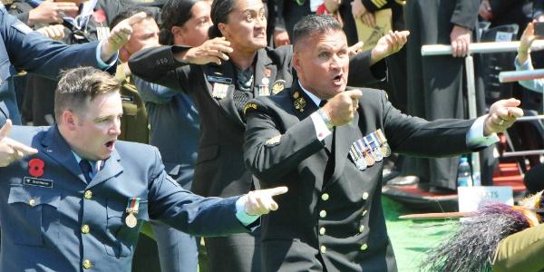 Çanakkale'de Yeni Zelanda askerleri atalarını haka dansıyla yadetti