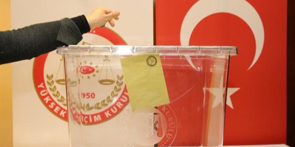 AK Parti ve MHP'nin erken seçim kararına kamuoyundan destek çıktı