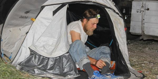 Şanlıurfa'da kurduğu çadırda yatan Fransız turist mahalleyi ayağa kaldırdı