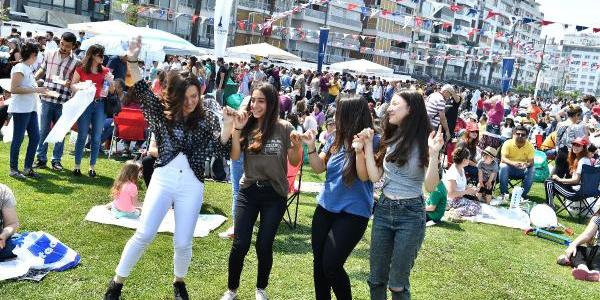 İzmir'deki Boyoz Festivali'nde boyoza hücum