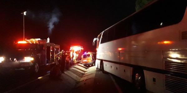 İzmir'de kamyonet tur otobüsüne çarptı: 5 ölü, 1 ağır yaralı