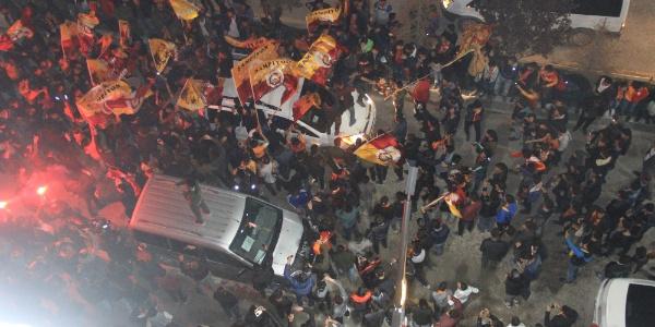 Galatasaray galibiyeti Hakkari'de bayram coşkusu yaşattı