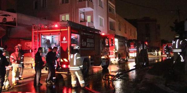 Ümraniye'de strafor imalathanesinde yangın  paniği