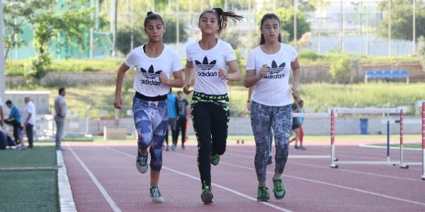 Üçüz kız kardeşler atletizmde dünya şampiyonluğu istiyor