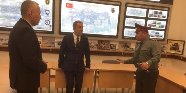 Genelkurmay Başkanı Org. Hulusi Akar Özbek bakanla görüştü