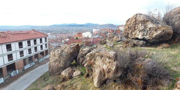 Kütahya'da  belediyeden 'Zincirli Kayalar'a operasyon