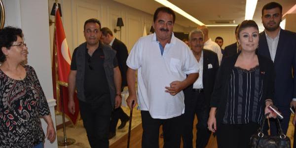 İbrahim Tatlıses 24 Haziran için AK Parti İzmir teşkilatına resmen başvurdu