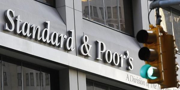 """S&P'tan şok haber: Türkiye'nin kredi notu yatırım yapılabilir düzeyin """"üç kademe altında"""""""