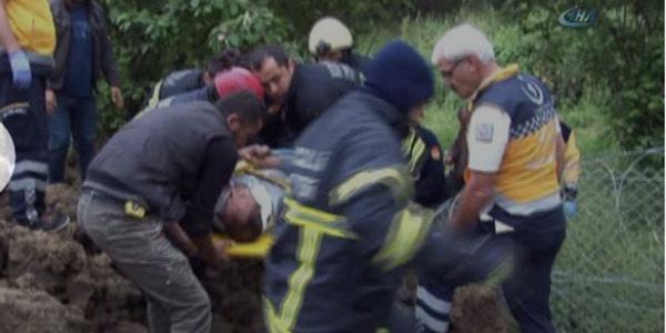 Kocaeli'nde yolcu otobüsü çarptı, binlerce alabalık yola savruldu