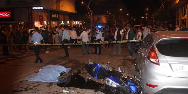 Antalya'da hafif ticari araca motosiklet çarptı: 1 ölü, 2 yaralı