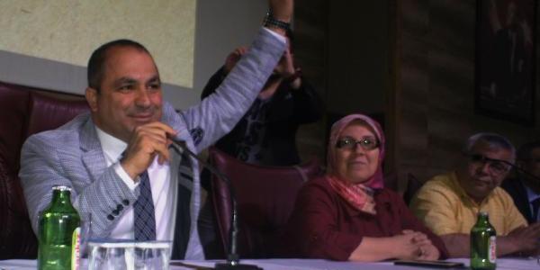Alaşehir'de yeni seçilen belediye başkanı alacağı 11 aylık maaşı bağışladı