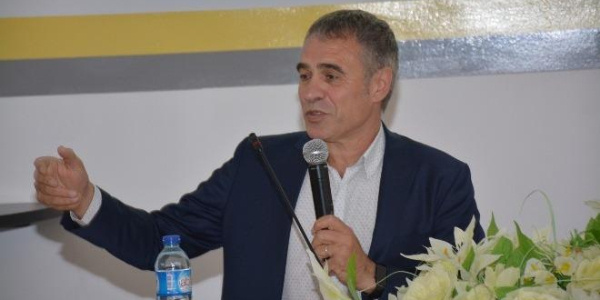 Ersun Yanal 33 yıl önce mezun olduğu okulda öğrencilere Türk futbolunu anlattı
