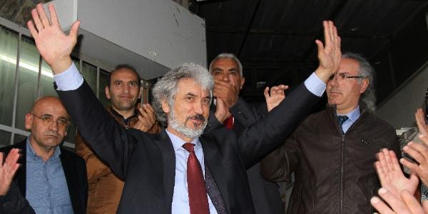 Ardahan'da milletvekili  aday adayı Rektör Korkmaz, omuzlara alındı