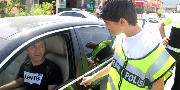 Öğrenci polislerden sürücülere ceza yerine tavsiye