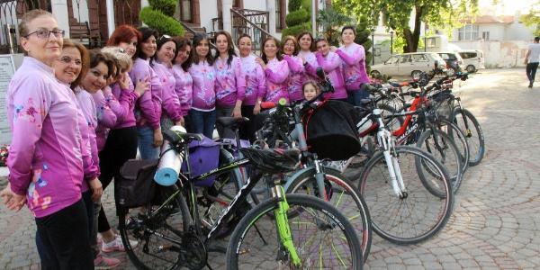 Mor pedallı kadınlar Türkiye turu için hazırlanıyor