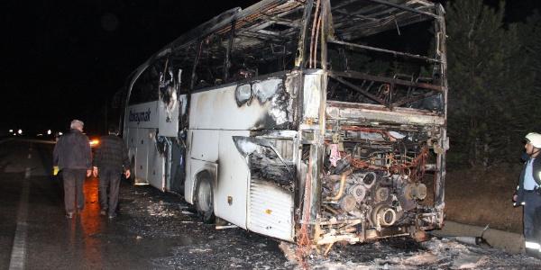 40 yolcusu bulunan yolcu otobüsü alev topuna döndü