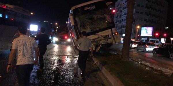 Antalya'da otel çalışanlarını taşıyan servis otobüsü kaza yaptı: 7 yaralı