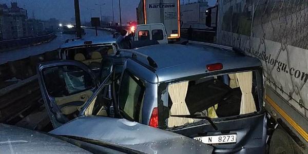 Samsun'da 5'i TIR 12 araç birbirine girdi: 1'i ağır 15 yaralı