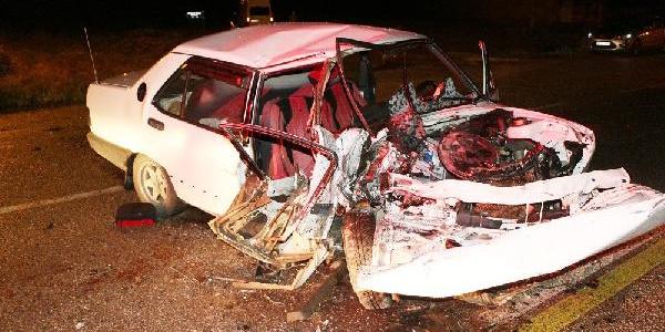 Kırıkkale'de iki ayrı düğünden dönen otomobiller çarpıştı: 2 ölü, 6 yaralı