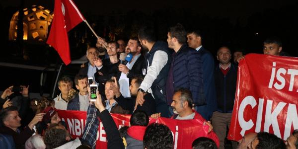 İstanbul'da servis minibüsçülerinden 15 Temmuz Şehitler Anıtı önünde eylem
