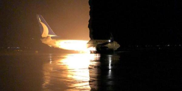 Erzurum Havalimanı'nda korku dolu anlar: Uçağın motorundan alev uzadı