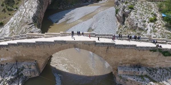 Adıyaman'daki bu köprü 1800 yıldır zamana meydan okuyor