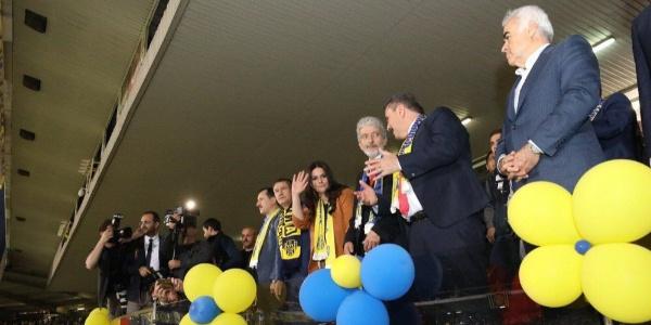 Ankaragücü'nün Süper Lig coşkusuna bakan Jülide Sarıeroğlu ortak oldu