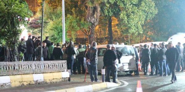 İstanbul'a getirilen Salih Mirzabeyoğlu'nun yakınları hastaneye akın etti