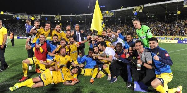 Süper Lig'e doğrudan çıkan Ankaragücü'nde kupa sevinci