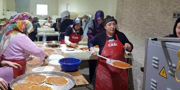 Almanya'da yaşayan Türk kadınları TSK'ya bağış için çalıştı