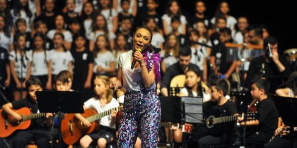 Ziynet Sali'den Bursa'da  300 çocukla muhteşem konser