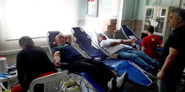Bursa'da ortaokullu öğrenciler kan ve kök hücre bağışında bulundu