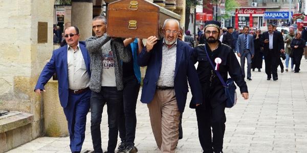 Kastamonu'da öldürüldükten sonra yakılan 5 kişilik aile, tek tabutta musallaya kondu