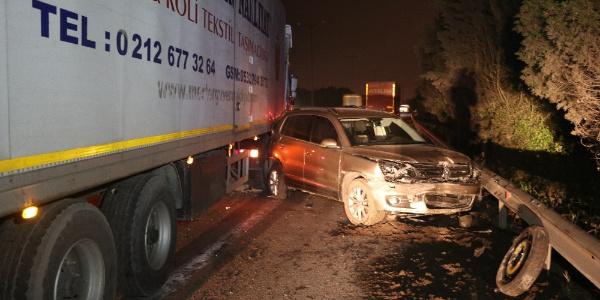 Sakarya TEM'de lastik değiştiren araca TIR çarptı: 1 ölü 1 yaralı