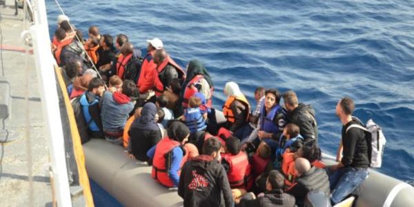 Sahil Güvenlik'ten Ege'de göçmen avı: 51'i çocuk 128 kaçak yakalandı