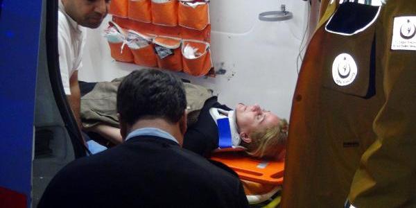 Bursa'da işçi taşıyan iki servis minibüsü kafa kafaya çarpıştı: 7 yaralı