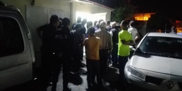 Adana'da 3 yaşındaki çocuk geri manevra yapan otomobilin altında can verdi