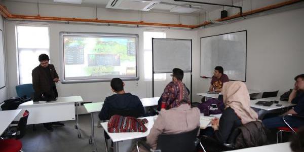 Abdullah Gül Üniversitesi'nde tarih dersi bilgisayar oyunu ile anlatılıyor