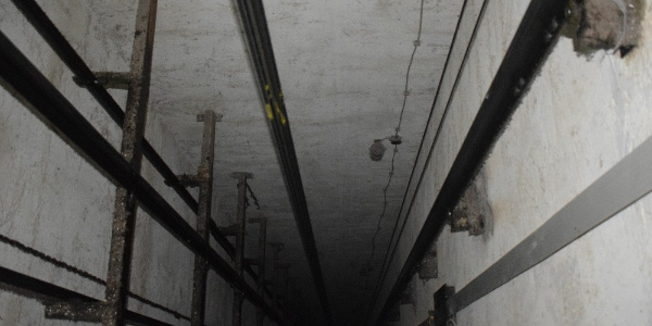 Malatya'da 7 kişinin içinde olduğu asansör zemine çakıldı