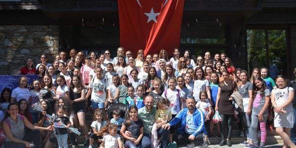 Torbalı'da 100 Anneyle 100 kızı aynı sahada buluştu