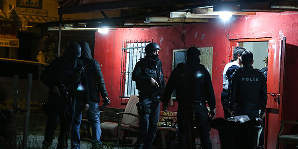 İstanbul'da yaşlılar üzerinden 1 milyon lira vurgun yapan çeteye darbe