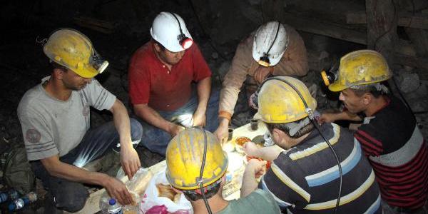 Zonguldak'ta madenciler yerin 300 metre altında sahur yaptı